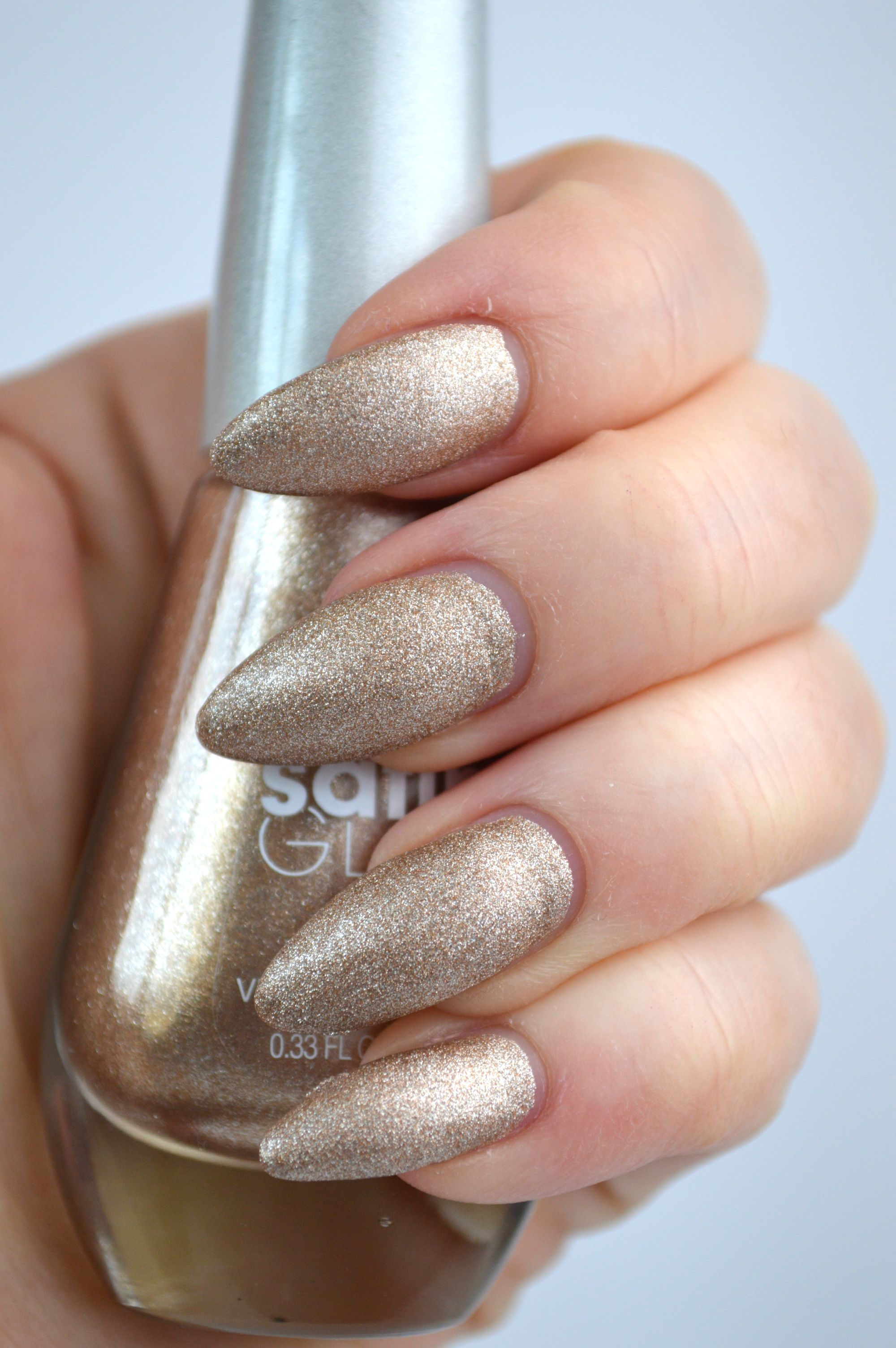 Sally_Hansen_Satin_Glam_Go_Gold_Review