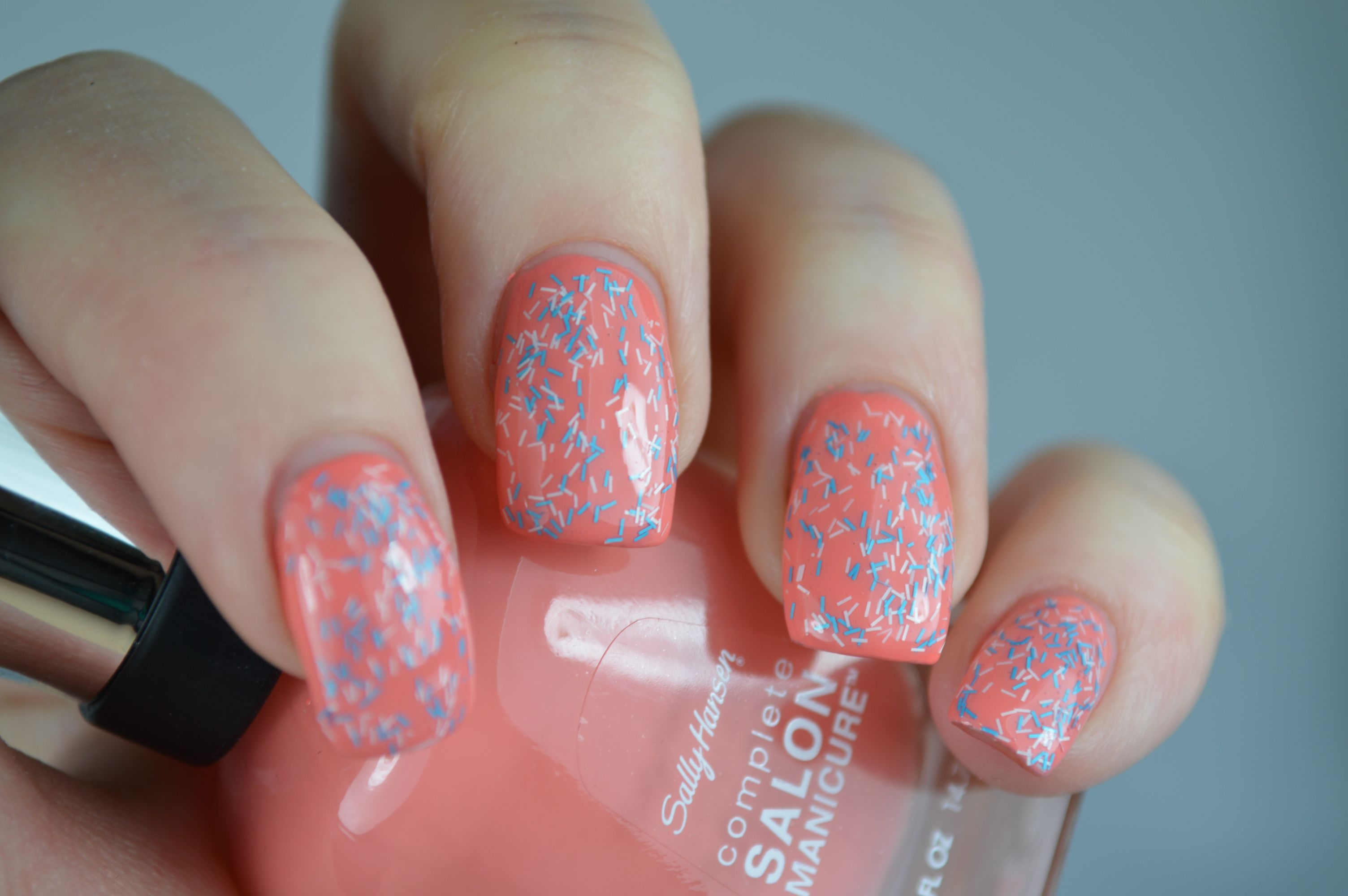 Wool Knot Sally Hansen Fuzzy Coat Peach of Cake Swatches Nagellack Review