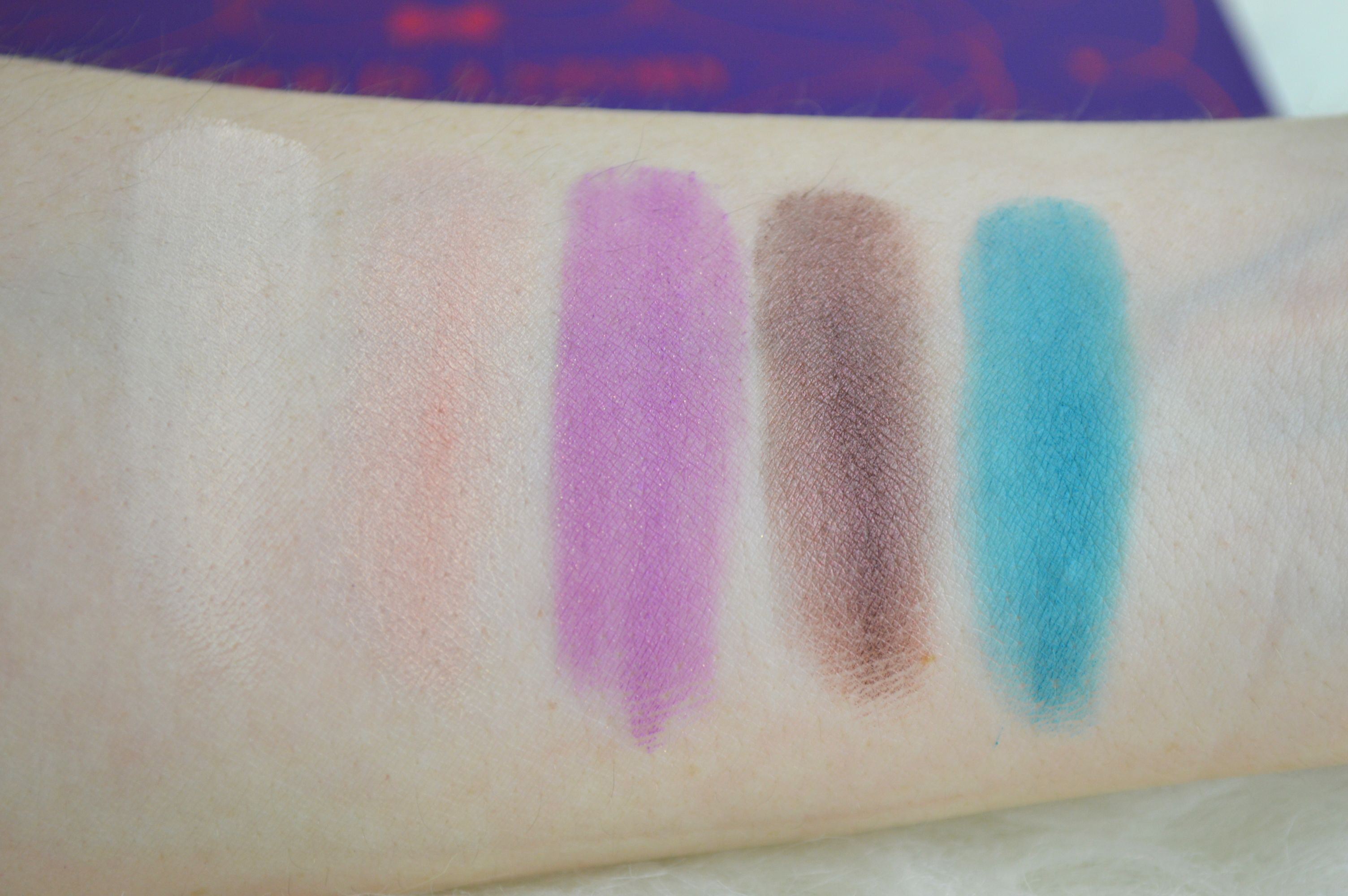 zoeva_love_is_a_story_palette_reihe_1_swatches